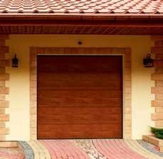 Barna garázskapu ház oldalában