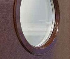 Garázskapun levő köralakú ablak