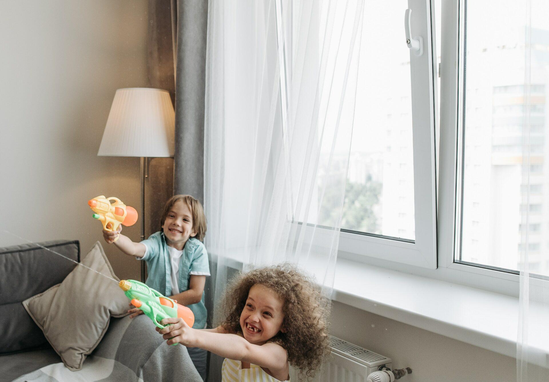 műanyag ablak és gyerekek